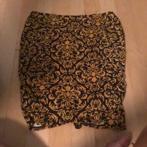 fitted patterned skirt